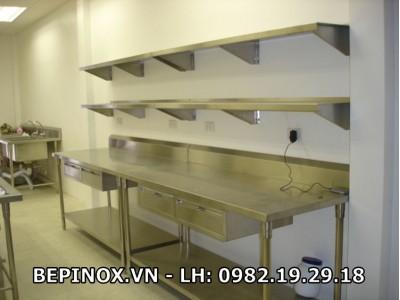 Giá Inox trên bàn ngăn kéo