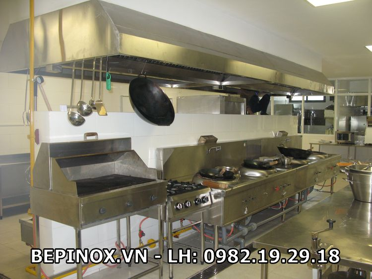 Bàn bếp gas công nghiệp tại nhà hàng, quán ăn