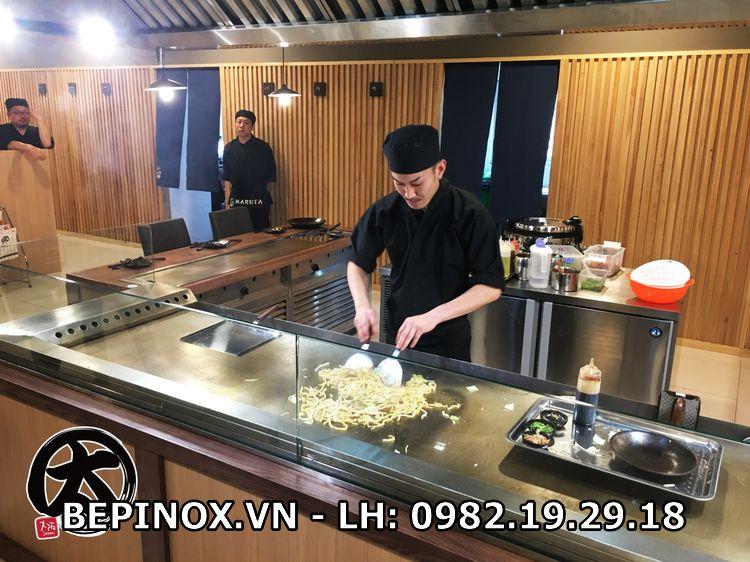 Thiết bị nấu nướng thức ăn trong bếp công nghiệp