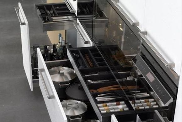 Tủ đựng các thiết bị bếp nhà hàng