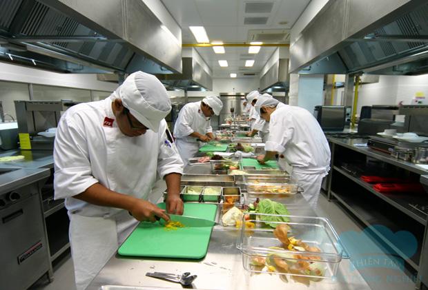 Không gian bếp công nghiệp nhà hàng